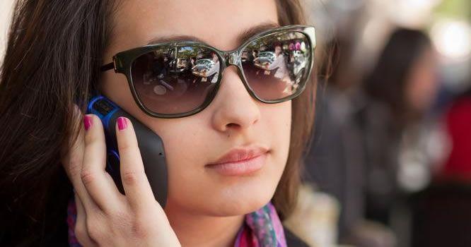 chica-telefono-tecnologiamaestro.min