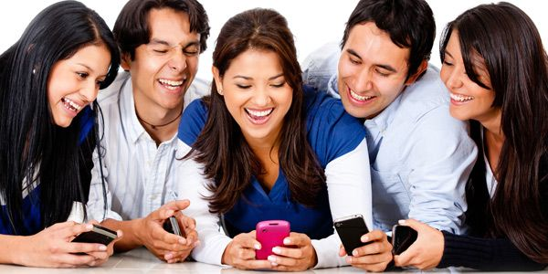 gente-telefonos-personas-tecnologiamaestro.min