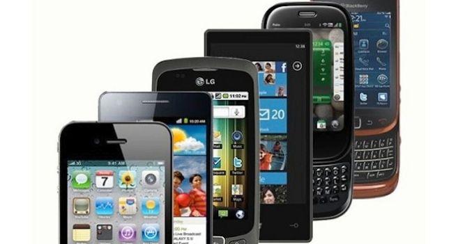 telefonos-varios-muchos-tecnologiamaestro.min