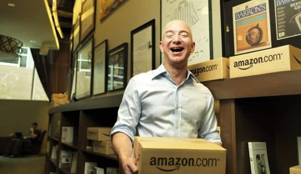 Jeff-Bezos-paquetes-amazon-tecnologiamaestro-min