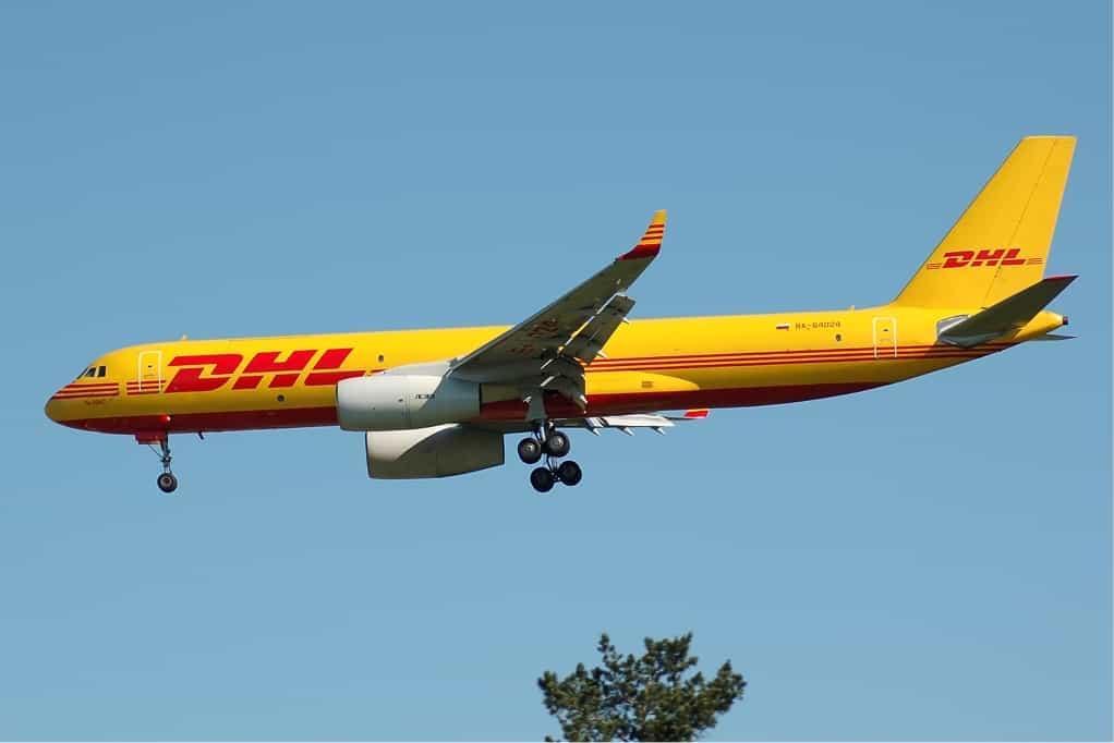 avion-envio-paquetes-dhl-tecnologiamaestro-min