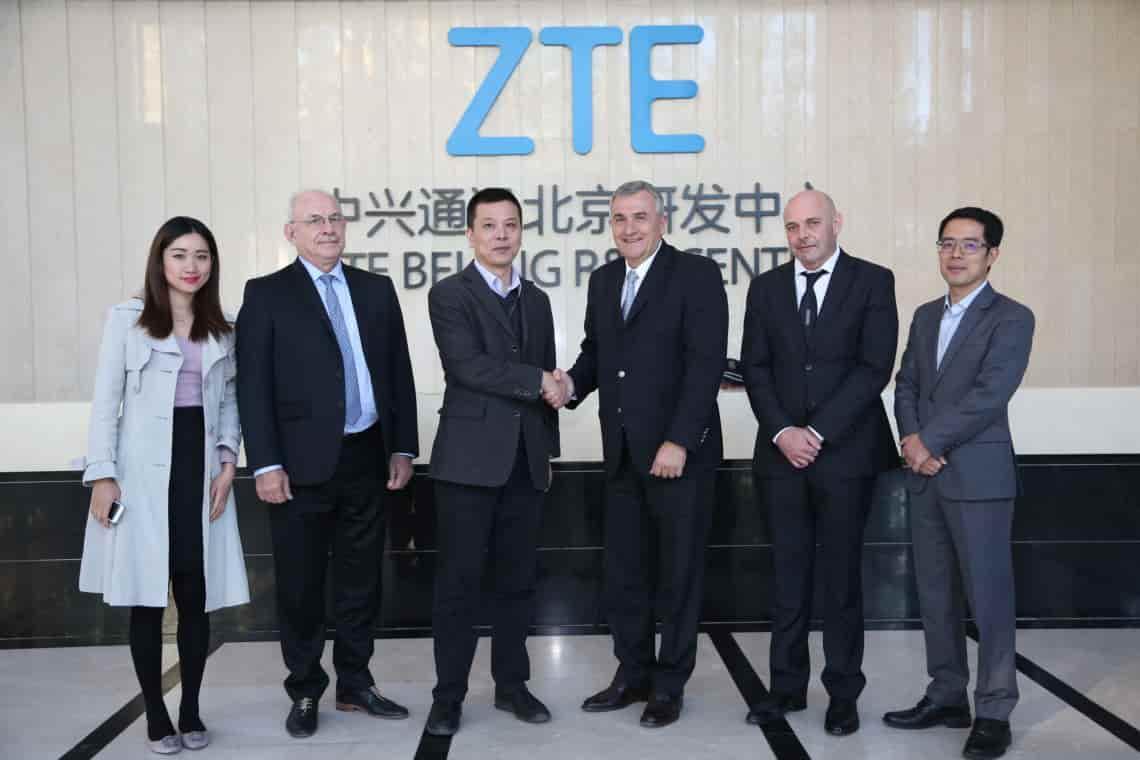 ZTE deja de vender teléfonos por sanción de USA