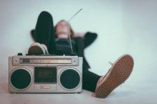 Escuchando musica y radio