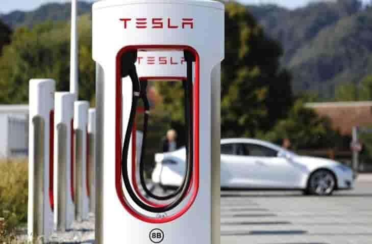 Tesla cierra varios supercargadores en España por epidemia